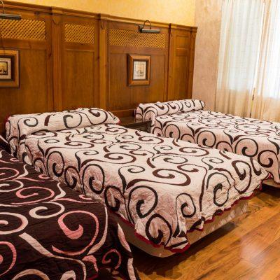 Habitación triple - hotel en Cuenca